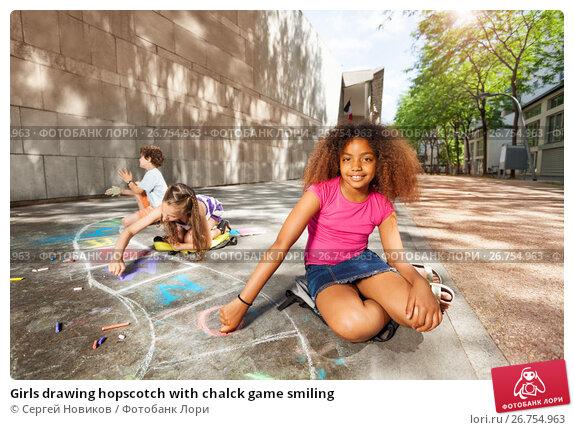 Girls drawing hopscotch with chalck game smiling, фото № 26754963, снято 17 июня 2017 г. (c) Сергей Новиков / Фотобанк Лори
