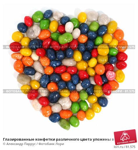 Глазированные конфетки различного цвета уложены в форме сердца, фото № 81575, снято 2 января 2007 г. (c) Александр Паррус / Фотобанк Лори
