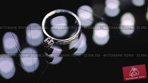 Gold Wedding Rings macro closeup lensflare shoot diamon Jewellery. Стоковое видео, видеограф Aleksejs Bergmanis / Фотобанк Лори