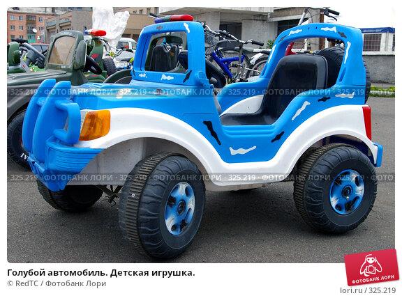 Голубой автомобиль. Детская игрушка., фото № 325219, снято 17 июня 2008 г. (c) RedTC / Фотобанк Лори
