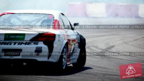 Гоночных автомобилей выезжают на передний план, крупным планом, видеоролик № 3782635, снято 16 марта 2012 г. (c) Losevsky Pavel / Фотобанк Лори