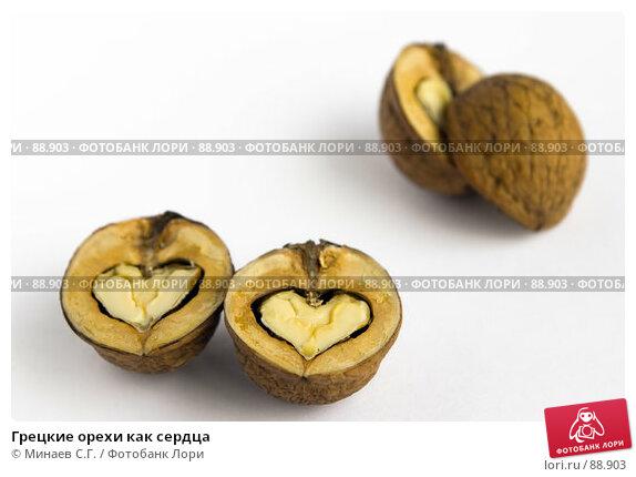 Грецкие орехи как сердца, фото № 88903, снято 7 октября 2006 г. (c) Минаев С.Г. / Фотобанк Лори