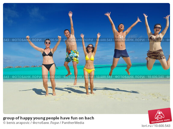 group of happy young people have fun on bach. Стоковое фото, фотограф benis arapovic / PantherMedia / Фотобанк Лори
