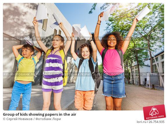 Group of kids showing papers in the air, фото № 26754935, снято 17 июня 2017 г. (c) Сергей Новиков / Фотобанк Лори