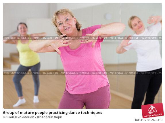 Group of mature people practicing dance techniques. Стоковое фото, фотограф Яков Филимонов / Фотобанк Лори
