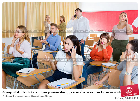 Group of students talking on phones during recess between lectures in auditorium. Стоковое фото, фотограф Яков Филимонов / Фотобанк Лори