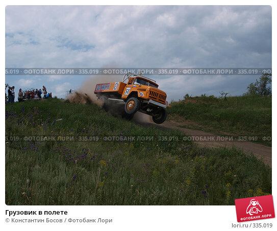 Грузовик в полете, фото № 335019, снято 25 января 2017 г. (c) Константин Босов / Фотобанк Лори