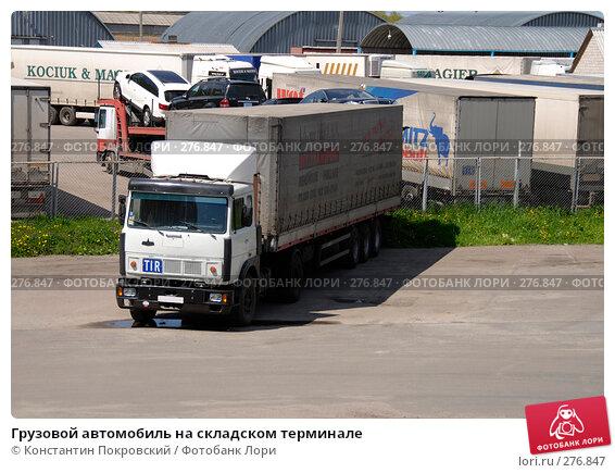 Грузовой автомобиль на складском терминале, фото № 276847, снято 7 мая 2008 г. (c) Константин Покровский / Фотобанк Лори