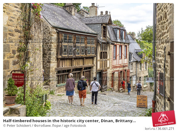Half-timbered houses in the historic city center, Dinan, Brittany... Редакционное фото, фотограф Peter Schickert / age Fotostock / Фотобанк Лори
