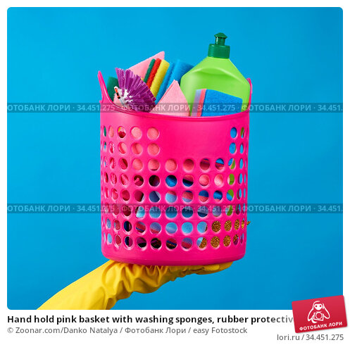 Hand hold pink basket with washing sponges, rubber protective gloves... Стоковое фото, фотограф Zoonar.com/Danko Natalya / easy Fotostock / Фотобанк Лори