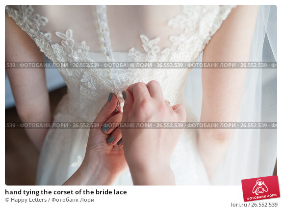 hand tying the corset of the bride lace, фото № 26552539, снято 20 мая 2017 г. (c) Галина Тимонько / Фотобанк Лори