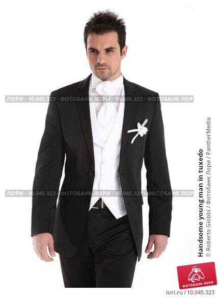 Купить «Handsome young man in tuxedo», фото № 10045323, снято 18 сентября 2018 г. (c) PantherMedia / Фотобанк Лори