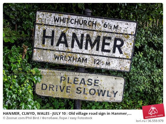 HANMER, CLWYD, WALES - JULY 10 : Old village road sign in Hanmer,... Стоковое фото, фотограф Zoonar.com/Phil Bird / easy Fotostock / Фотобанк Лори