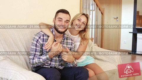 Купить «Happy adult couple posing at home interior», видеоролик № 21096403, снято 20 октября 2015 г. (c) Яков Филимонов / Фотобанк Лори
