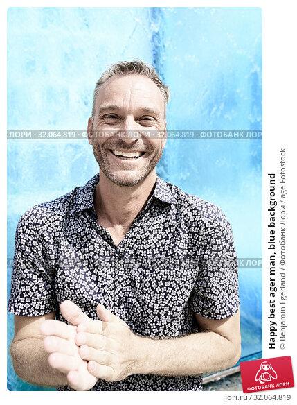 Happy best ager man, blue background. Стоковое фото, фотограф Benjamin Egerland / age Fotostock / Фотобанк Лори