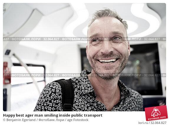 Happy best ager man smiling inside public transport. Стоковое фото, фотограф Benjamin Egerland / age Fotostock / Фотобанк Лори