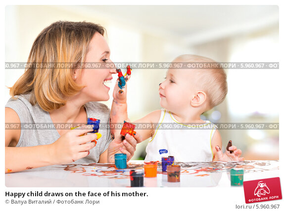 Happy child draws on the face of his mother., фото № 5960967, снято 16 ноября 2013 г. (c) Валуа Виталий / Фотобанк Лори