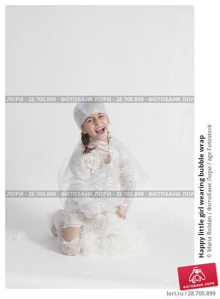 Купить «Happy little girl wearing bubble wrap», фото № 28700899, снято 9 ноября 2017 г. (c) age Fotostock / Фотобанк Лори
