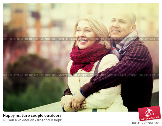 Happy mature couple outdoors, фото № 26981183, снято 18 октября 2017 г. (c) Яков Филимонов / Фотобанк Лори
