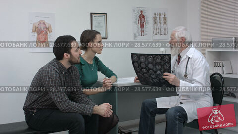 Купить «Healthcare and medical concept. Doctor with patients looking at x-ray.», видеоролик № 28577639, снято 20 июня 2016 г. (c) Vasily Alexandrovich Gronskiy / Фотобанк Лори