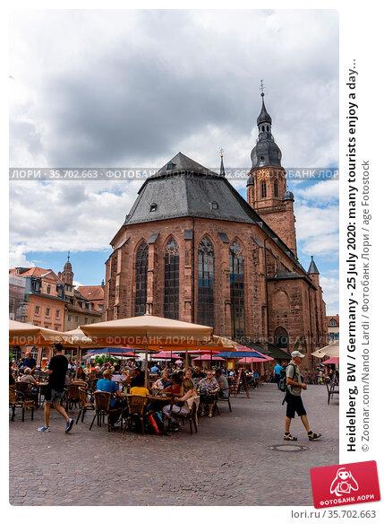 Heidelberg, BW / Germany - 25 July 2020: many tourists enjoy a day... Стоковое фото, фотограф Zoonar.com/Nando Lardi / age Fotostock / Фотобанк Лори