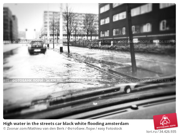 High water in the streets car black white flooding amsterdam. Стоковое фото, фотограф Zoonar.com/Mathieu van den Berk / easy Fotostock / Фотобанк Лори