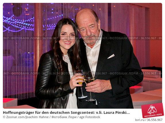 Hoffnungsträger für den deutschen Songcontest: v.li. Laura Pinski... Стоковое фото, фотограф Zoonar.com/Joachim Hahne / age Fotostock / Фотобанк Лори