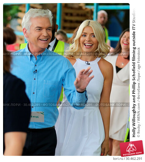 Holly Willoughby and Phillip Schofield filming outside ITV Studios... (2017 год). Редакционное фото, фотограф Rocky / WENN.com / age Fotostock / Фотобанк Лори