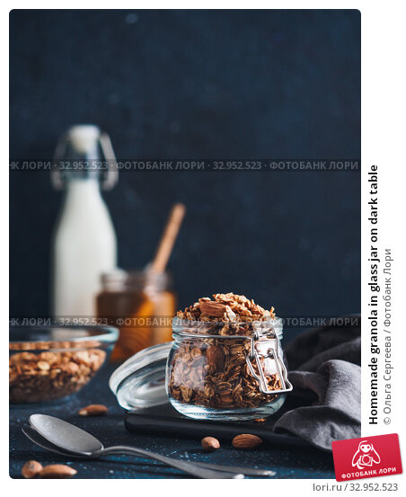 Homemade granola in glass jar on dark table. Стоковое фото, фотограф Ольга Сергеева / Фотобанк Лори