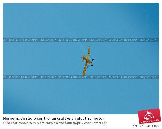 Homemade radio control aircraft with electric motor. Стоковое фото, фотограф Zoonar.com/Artem Merzlenko / easy Fotostock / Фотобанк Лори