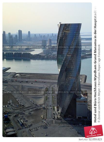 Hotel und Büro Hochhaus Wyndham Grand Manama in der Hauptstadt von Bahrain ist eines der Wahrzeichen der Stadt am Persischen Golf. Стоковое фото, фотограф Zoonar.com/Erich Meyer / age Fotostock / Фотобанк Лори