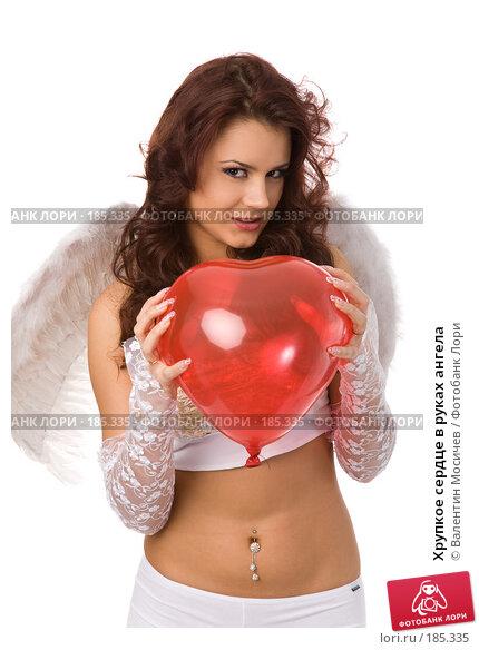 Купить «Хрупкое сердце в руках ангела», фото № 185335, снято 20 января 2008 г. (c) Валентин Мосичев / Фотобанк Лори
