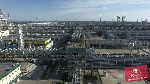 Huge area of oil processing plant, aerial. Стоковое видео, видеограф Данил Руденко / Фотобанк Лори