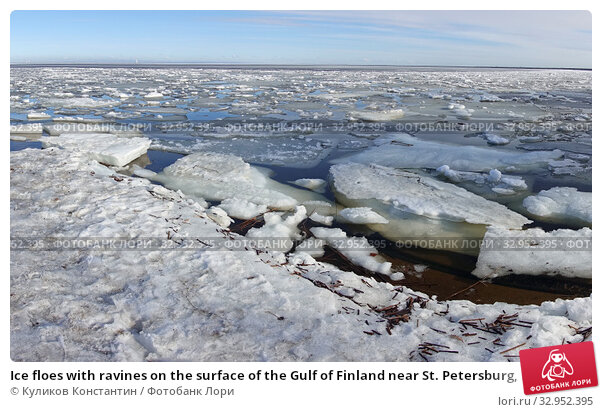 Ice floes with ravines on the surface of the Gulf of Finland near St. Petersburg, Russia. Стоковое фото, фотограф Куликов Константин / Фотобанк Лори