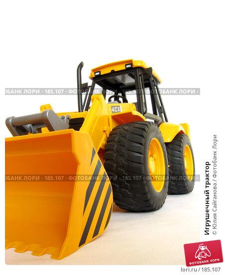 Игрушечный трактор, фото № 185107, снято 24 января 2008 г. (c) Юлия Сайганова / Фотобанк Лори