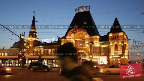 Image of Yaroslavsky railway station building illuminated at evening in Moscow, Russia (2019 год). Редакционное видео, видеограф Яков Филимонов / Фотобанк Лори