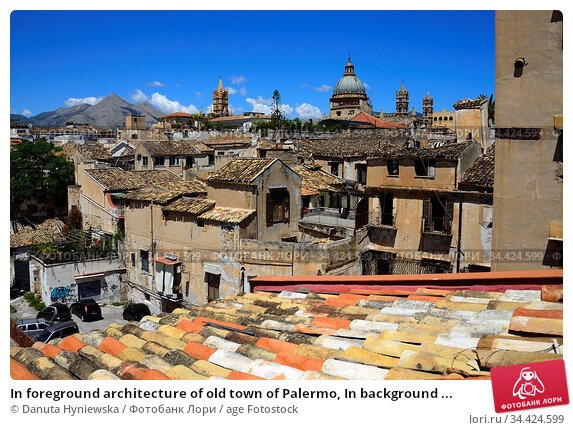In foreground architecture of old town of Palermo, In background ... Стоковое фото, фотограф Danuta Hyniewska / age Fotostock / Фотобанк Лори