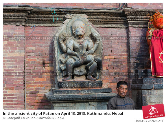 Купить «In the ancient city of Patan on April 13, 2018, Kathmandu, Nepal», фото № 28926211, снято 13 апреля 2018 г. (c) Валерий Смирнов / Фотобанк Лори