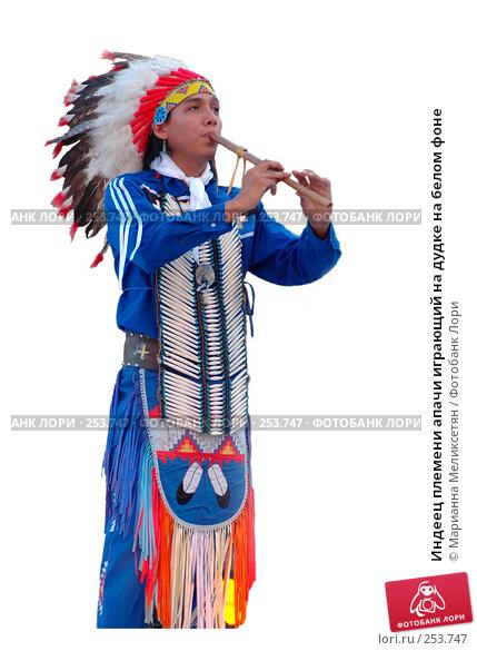 Индеец племени апачи играющий на дудке на белом фоне, фото № 253747, снято 27 мая 2006 г. (c) Марианна Меликсетян / Фотобанк Лори
