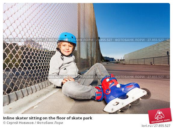 Купить «Inline skater sitting on the floor of skate park», фото № 27855527, снято 14 октября 2017 г. (c) Сергей Новиков / Фотобанк Лори