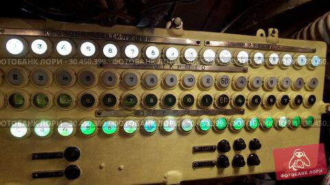 Interior of an old submarine. Стоковое видео, видеограф Антон Гвоздиков / Фотобанк Лори