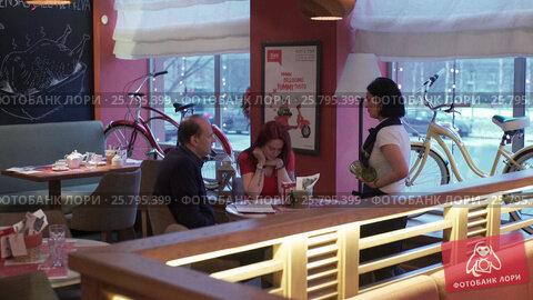 Italian restaurant indoors, видеоролик № 25795399, снято 17 марта 2016 г. (c) Алексей Макаров / Фотобанк Лори