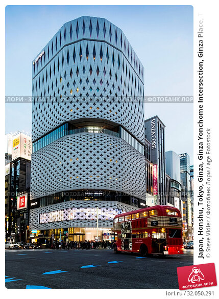 Japan, Honshu, Tokyo, Ginza, Ginza Yonchome Intersection, Ginza Place, The Nissan Building. Стоковое фото, фотограф Steve Vidler / age Fotostock / Фотобанк Лори