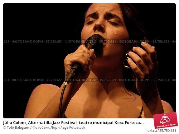 Júlia Colom, Alternatilla Jazz Festival, teatro municipal Xesc Forteza... (2017 год). Редакционное фото, фотограф Tolo Balaguer / age Fotostock / Фотобанк Лори