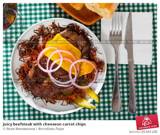 Купить «Juicy beefsteak with cheeseon carrot chips», фото № 29547235, снято 26 апреля 2019 г. (c) Яков Филимонов / Фотобанк Лори
