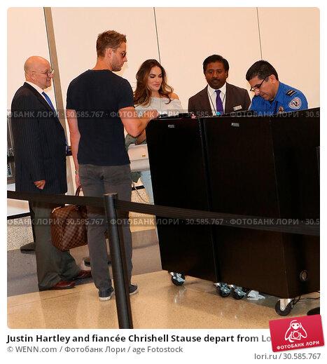 Купить «Justin Hartley and fiancée Chrishell Stause depart from Los Angeles International (LAX) Airport Featuring: Justin Hartley, Chrishell Stause Where: Los...», фото № 30585767, снято 15 июня 2017 г. (c) age Fotostock / Фотобанк Лори