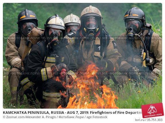 KAMCHATKA PENINSULA, RUSSIA - AUG 7, 2019: Firefighters of Fire Department... Стоковое фото, фотограф Zoonar.com/Alexander A. Piragis / age Fotostock / Фотобанк Лори