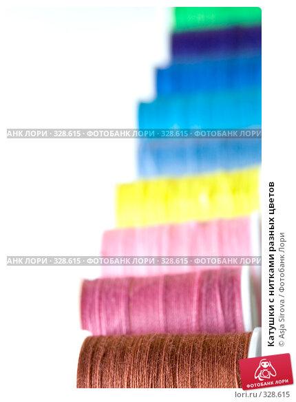 Катушки с нитками разных цветов, фото № 328615, снято 18 мая 2008 г. (c) Asja Sirova / Фотобанк Лори