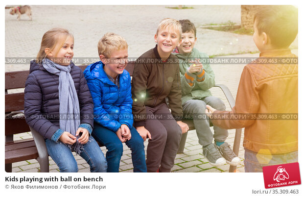 Kids playing with ball on bench. Стоковое фото, фотограф Яков Филимонов / Фотобанк Лори