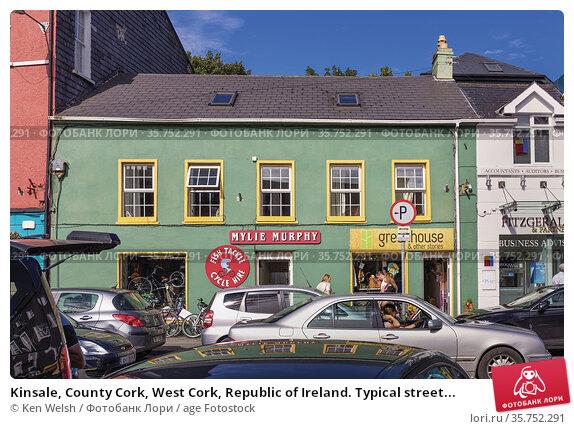 Kinsale, County Cork, West Cork, Republic of Ireland. Typical street... (2016 год). Редакционное фото, фотограф Ken Welsh / age Fotostock / Фотобанк Лори